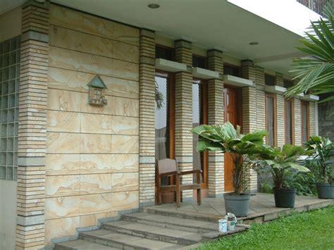 tips desain batu alam dinding eksterior rumah batu