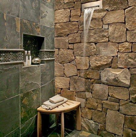 desain kamar mandi menggunakan batu alam kayu
