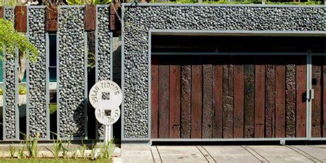 ide desain pagar batu alam tercantik rumah